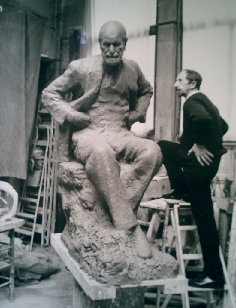 Nemon with Freud Statue in studio