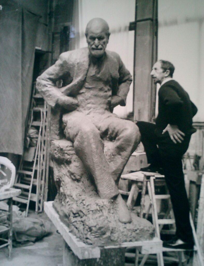 Nemon with Freud Statue in studio